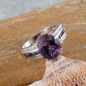 Uruguayan amethyst cocktail ring in sterling silver.