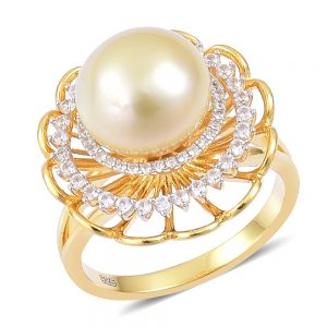 Yellow pastel South Sea pearl ring.