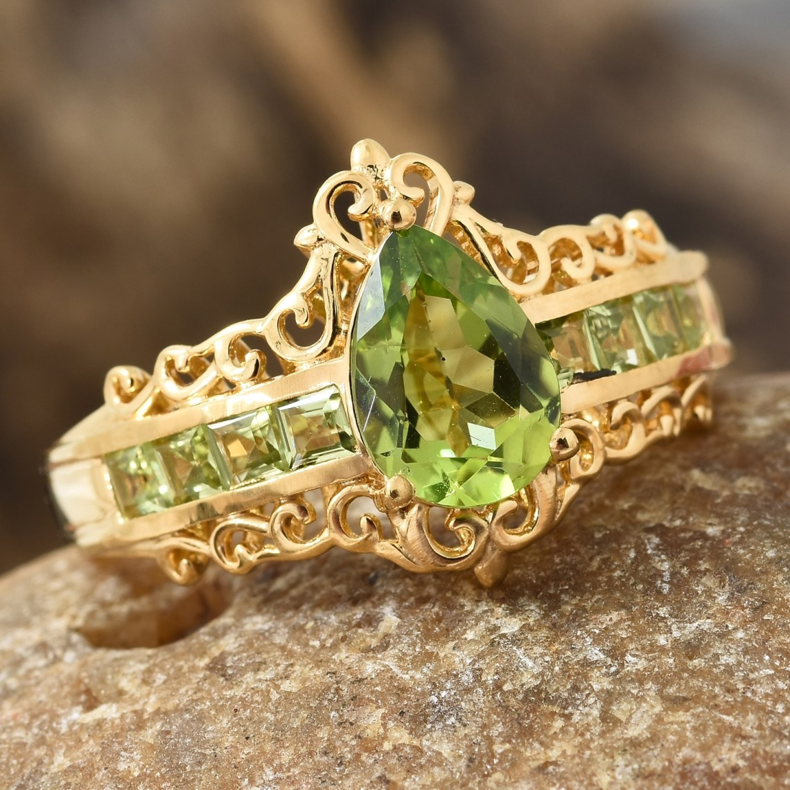 Peridot birthstone ring in yellow gold vermeil.