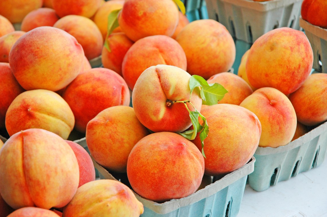 Pile of succulent peaches at the farmer's market.