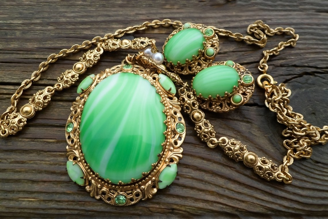 Featured Image: The Ginchiest 50s Jewelry Trends
