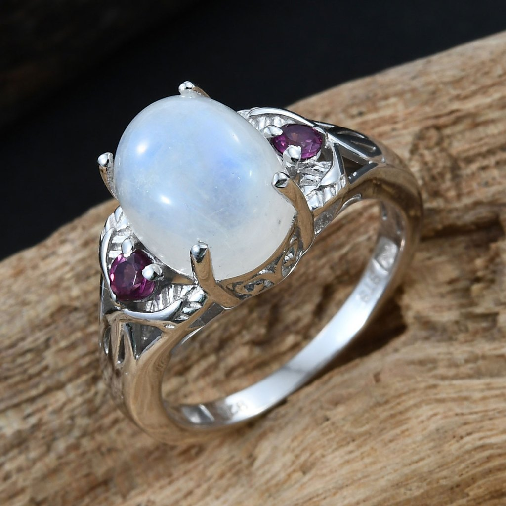 Moonstone ring in sterling silver.