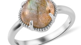 Indian ring in sterling silver with labradorite.
