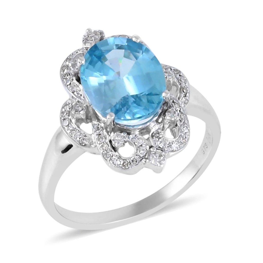 Blue gemstone ring in white gold.