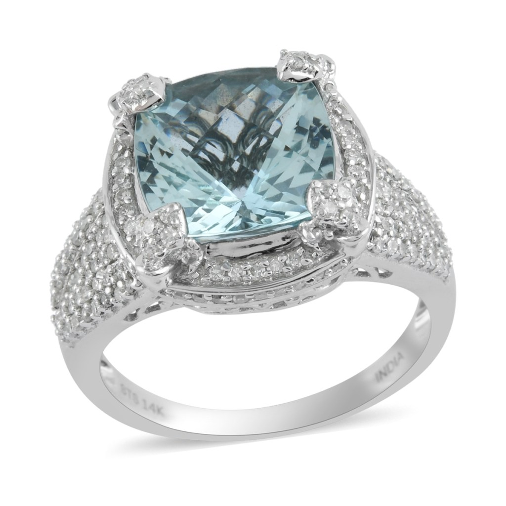 Aquamarine ring in sterling silver.