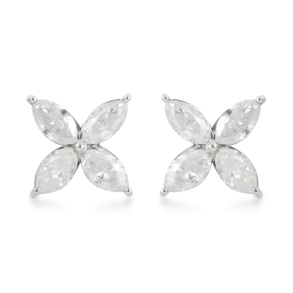 Diamond earrings in white gold.