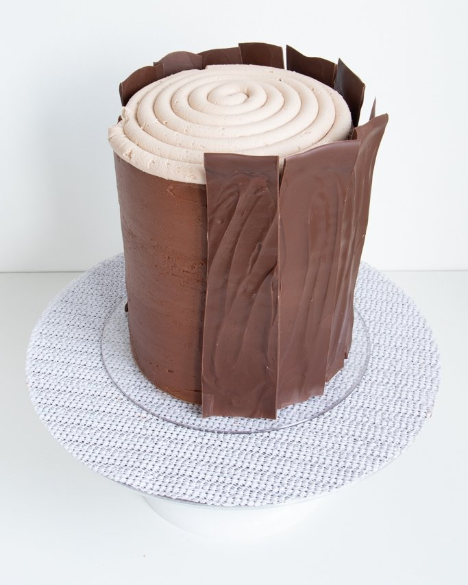 first stripe of bark for this easy tree stump cake tutorial