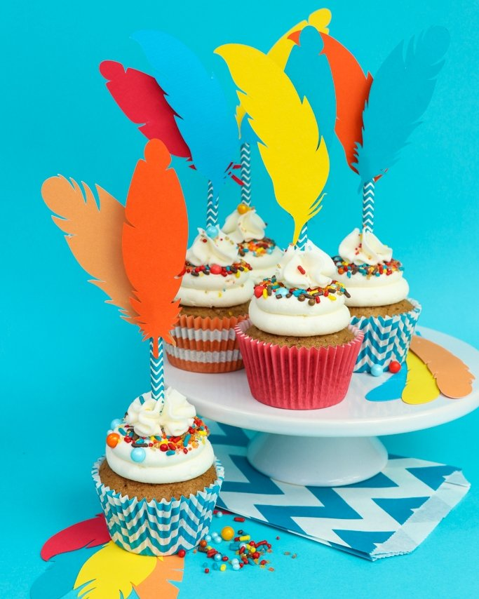 Feather Thanksgiving Cupcake Toppers - Kid Craft!