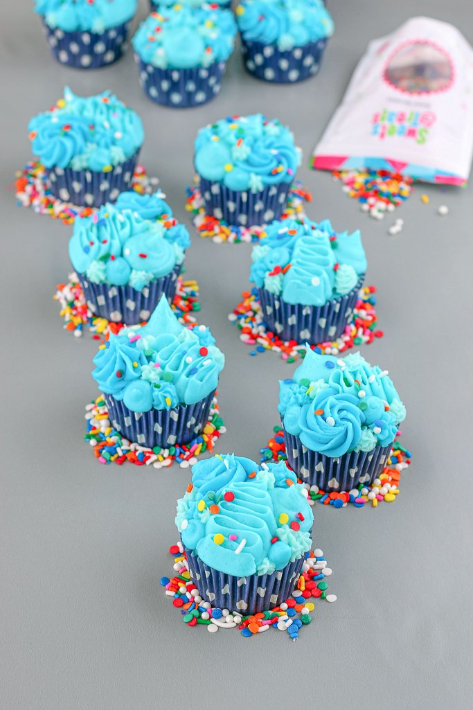 Each of the ombre cupcakes is decorated with a variety of styles and colors, learning how to make ombre cupcakes is fun!