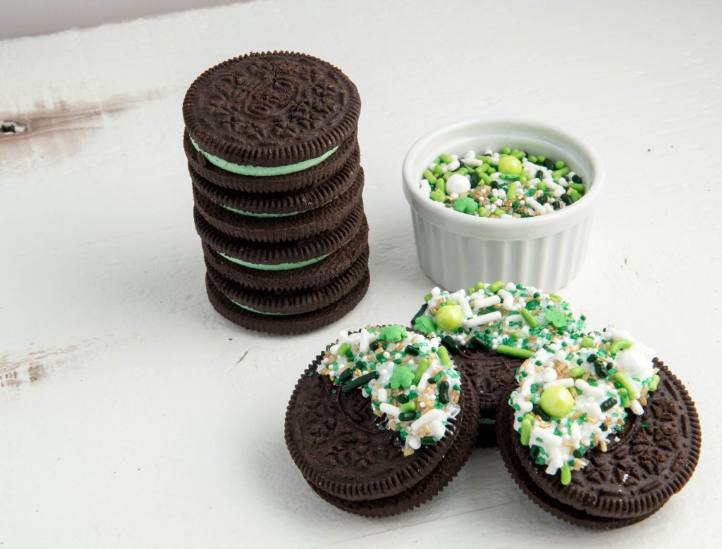 Lucky Charm St. Patrick's Day Sprinkle Dipped Oreos