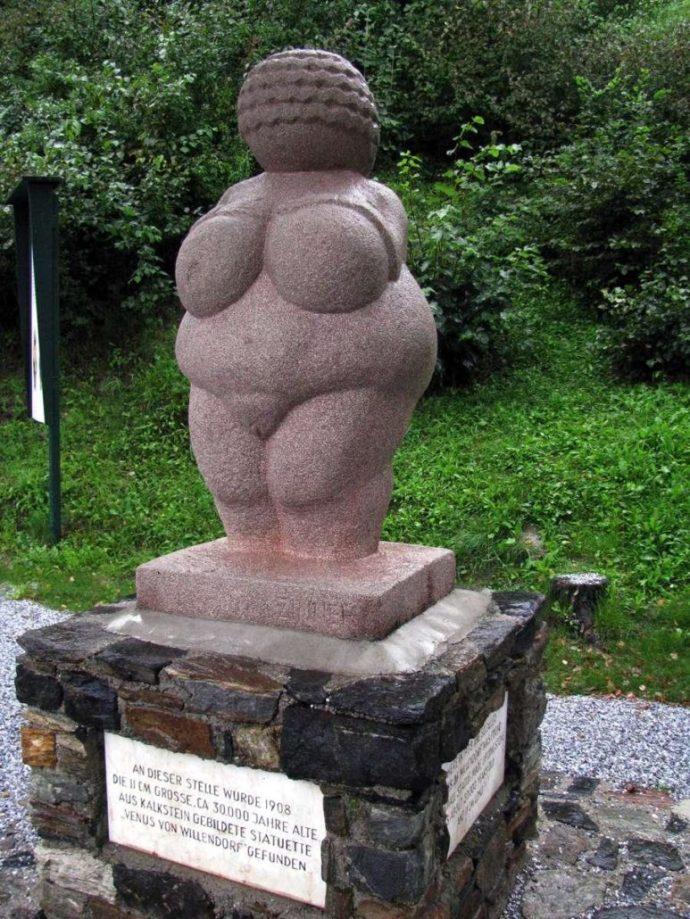Monument in the original find spot of the Venus