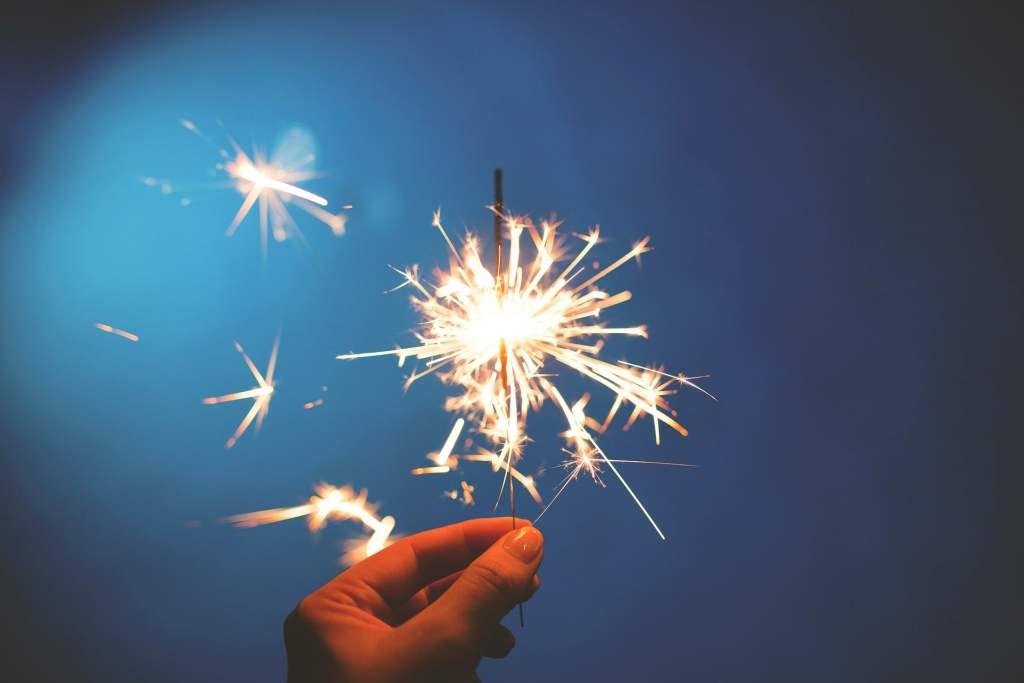 https://pixabay.com/en/sparklers-hands-lights-celebration-923527/