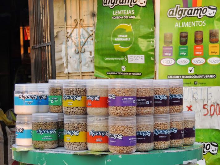 Algramo es un emprendimiento social que ayuda en el reciclaje de envases y la economía del hogar.