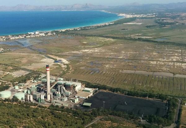 Vista aèria de la central tèrmica d'Es Murterar (Alcúdia, Mallorca).