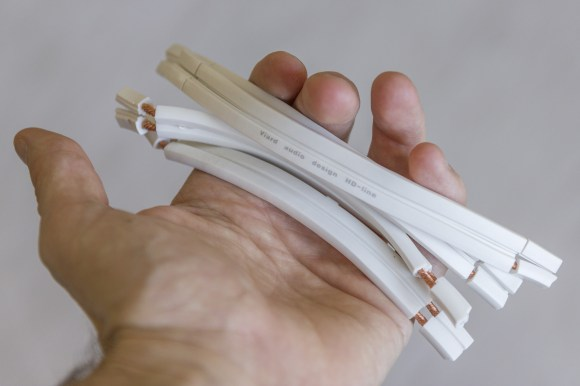Le câble Premium HP est tout indiqué pour créer des straps de qualité entre borniers de bi-amplification.