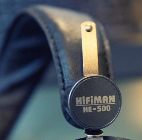 Petite ou grande tête, le HiFiMAN HE-500 s'adapte facilement à chaque morphologie