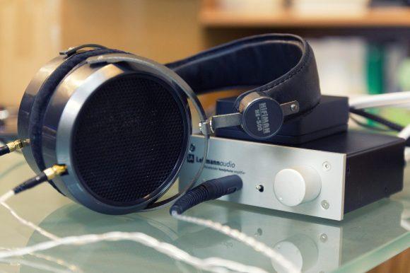 Le HiFiMAN HE-500 aux côtés de l'ampli Lehmann Audio Rhinelander et du DAC USB Arcam rPAC