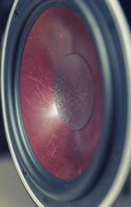 Le haut-parleur de grave de la Dali Zensor 3, d'un diamètre de 18 cm