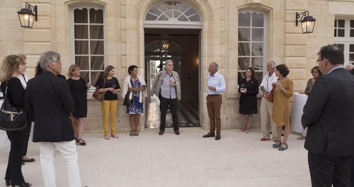 Le président du festival Vino Voce, Patrick JUNET, accueille les participants lors du cocktail d'ouverture. © Marie Miquel