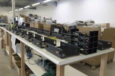 Visite Usine Atoll Electronique mise en chassis