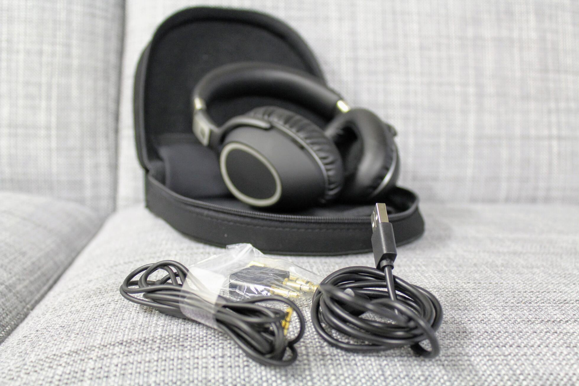 Review Sennheiser Hd 440 Bt Wireless 450 Btnc And Home Images Headset Wiring Facebook Twitter Google The Three Models Come With A 35mm Mini Jack To Interconnect Cable 14 M Micro Usb Carrying Case