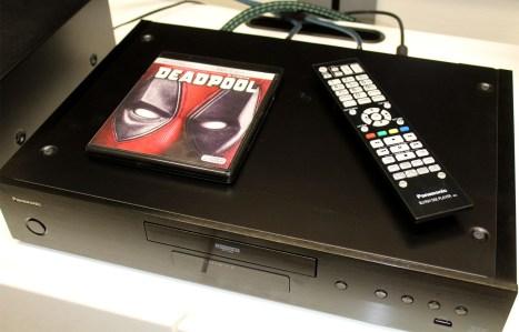 Panasonic DP-UB9000 : la télécommande
