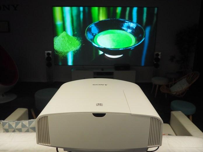 Les projecteurs Sony 4K SXRD sont parmi les tout meilleurs projecteurs du marché.