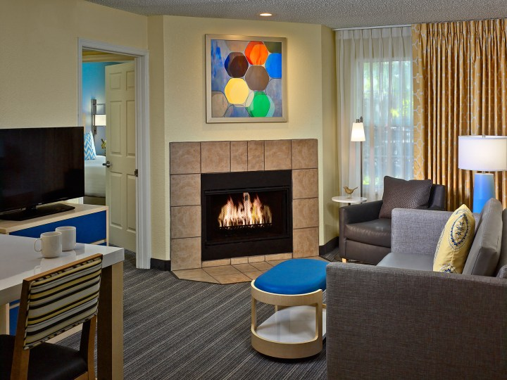 CIN_ES_Suite_OneBedroomFireplace