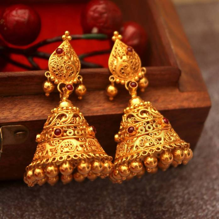 21 Gorgeous South Indian Style Gold Jhumka Designs • South India ...