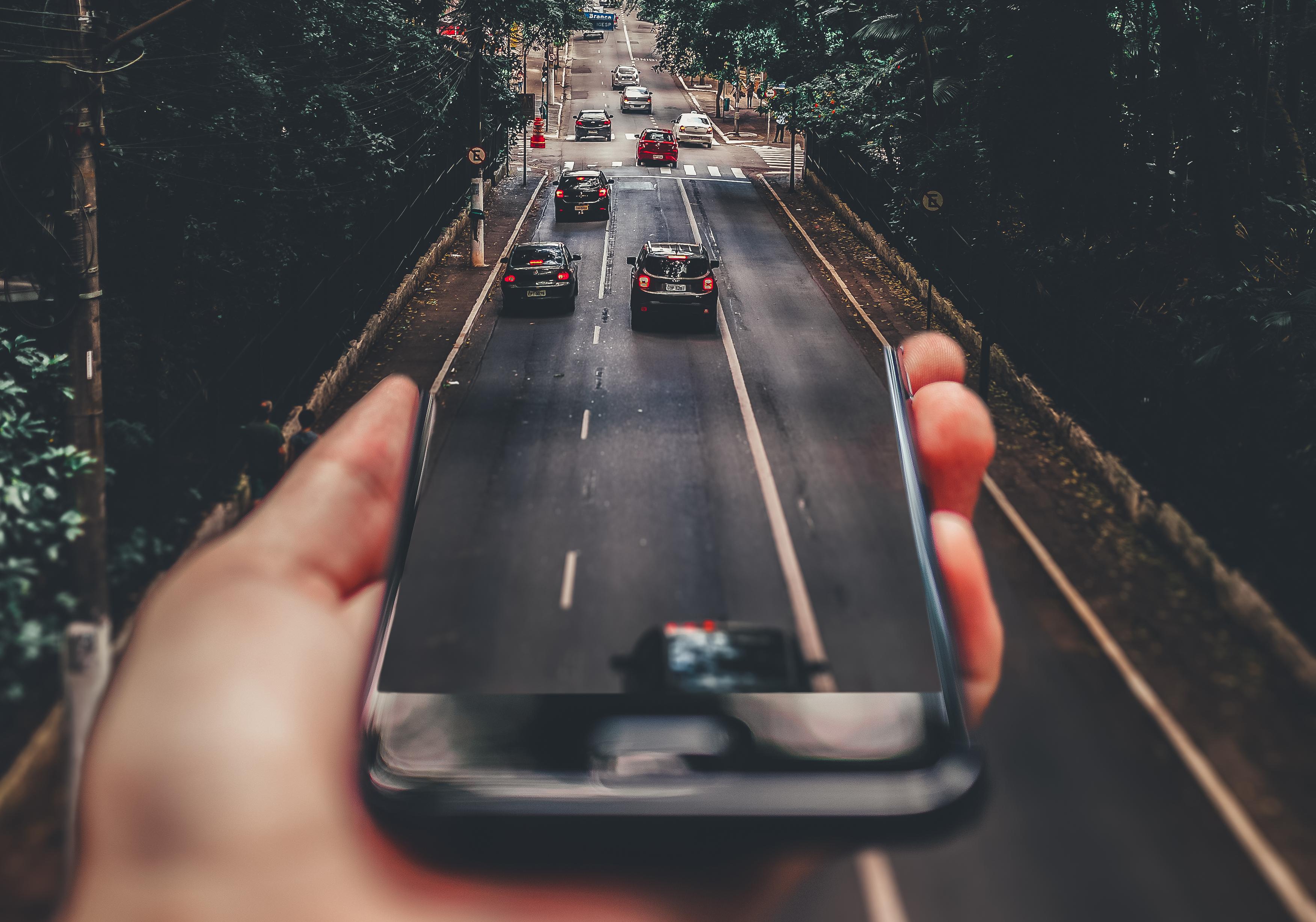 Conduite et téléphone, attention sur la route
