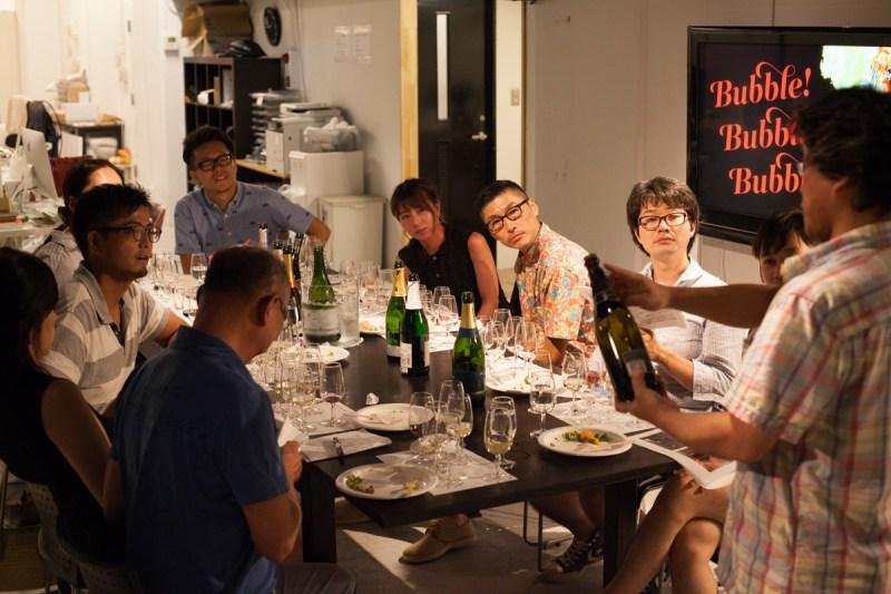 以前、オフィスに田中さんをお呼びしてスパークリングワインの会を催しました