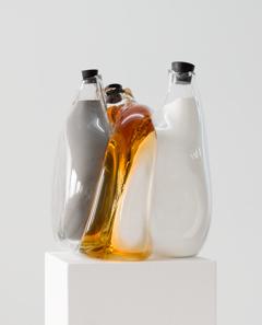 BANG!   Glas, Kaliumperchlorat, Eisen, Ethanol, Gummistöpsel, Sockel ca. 200cm x 30cm x 30cm 2013 © Katja Aufleger