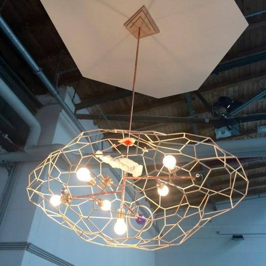 Björn Dahlems klassisch schönes Lichtobjekt war bei Galerie Baudach für 18 TEUR bereits verkauft.