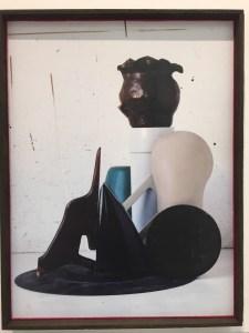Er kann es einfach. Auch wenn viele bei Thorsten Brinkmann besonders für seine frühen Stilleben schwärmen, so muss man dieser aktuellen Arbeit doch alles zugestehen, was Brinckmann in diese keinesfalls humorfreien Photoumsetzungen seiner Ensembles reinzulegen im Stande ist. Bei Galerie Levy ist der 38 x 46 cm C-Print für 3570 EUR zu haben.