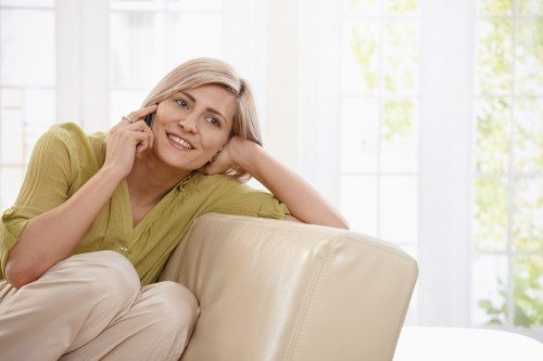 woman_on_couch_on_telephone