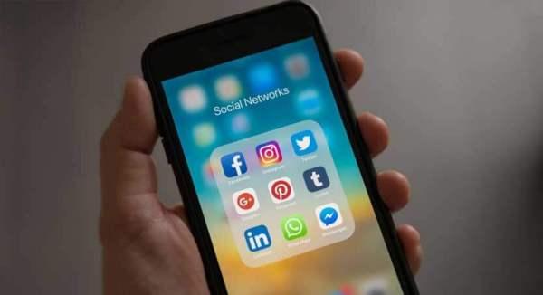 periksa ketersediaannya di sosial media