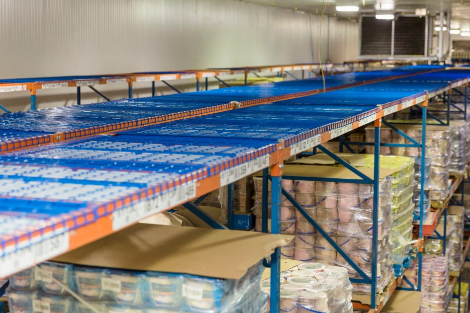 Image of the thermal storage packets installed on top of large racks in the freezer warehouse.