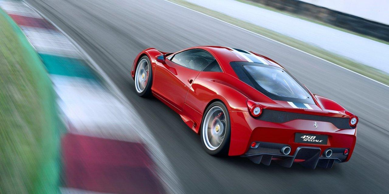 """Dando um """"rolezinho"""" de Ferrari 458 Speciale"""