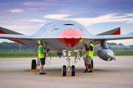 MQ-25 F-35C 2.jpg