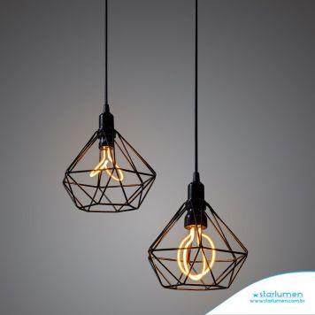 Pendente aramado com luz de LED