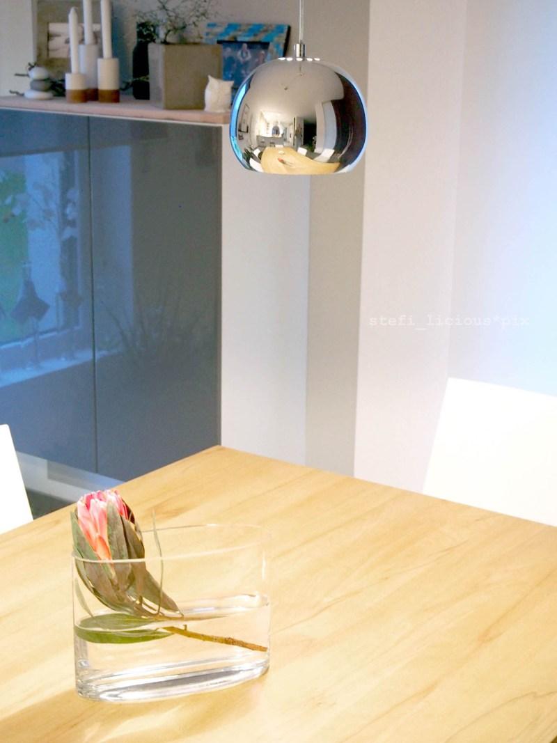 protea auf dem tisch