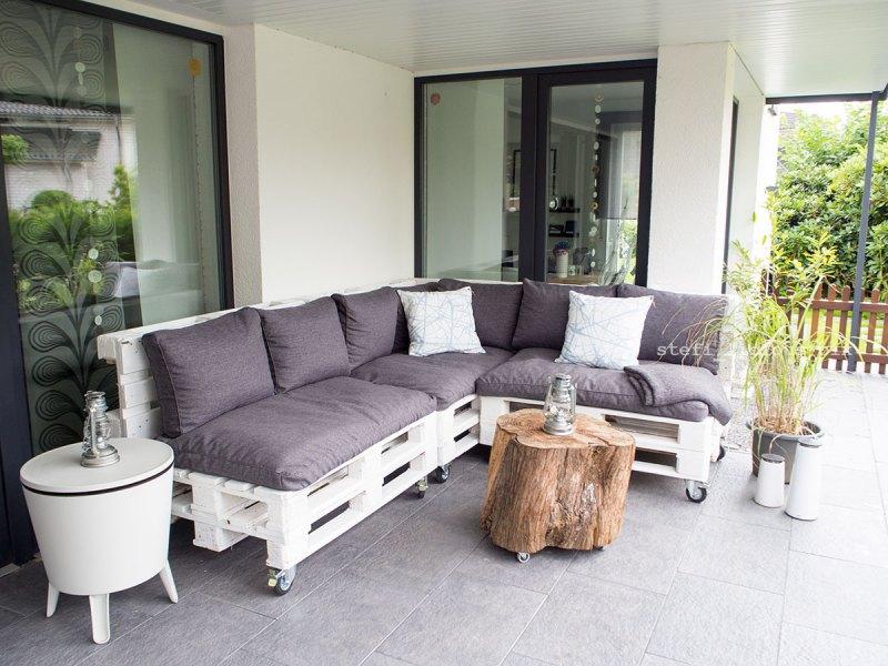 Palettensofa mit Sitzkissen