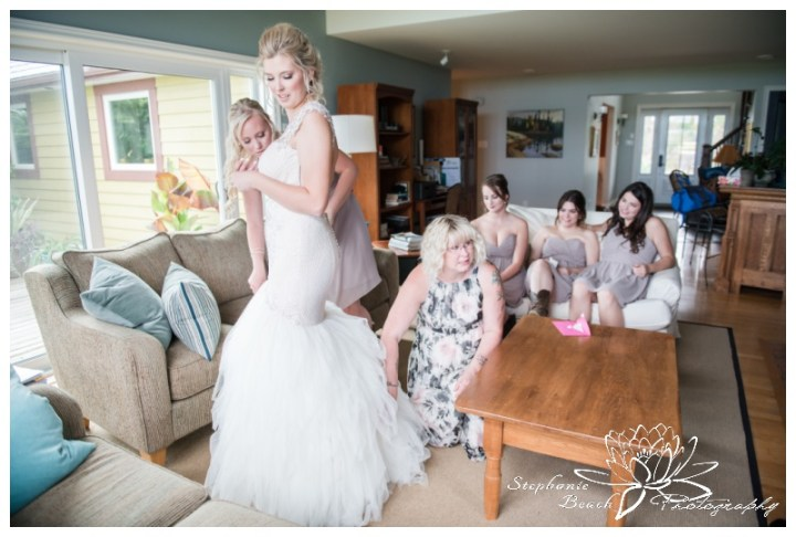 Stanleys-Olde-Maple-Lane-Farm-Wedding-Stephanie-Beach-Photography-bride-bridesmaids-prep