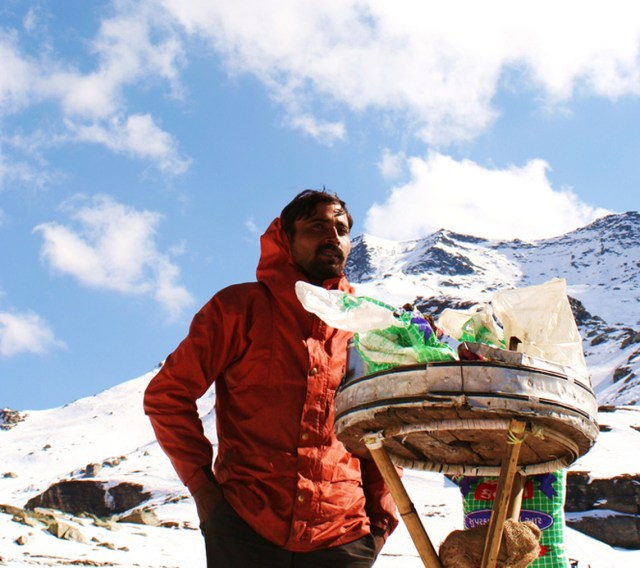 Image Name - Rohtang Pass Snow Point Local Vendors