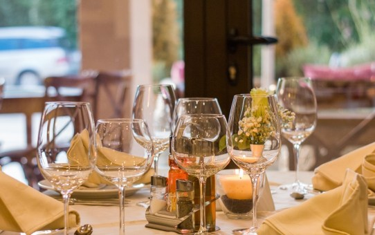 Do's and Don'ts of Dining Etiquette around the World