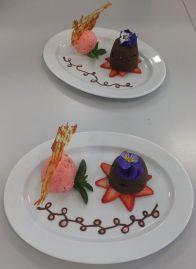 Schokoladenauflauf mit Erdbeereis