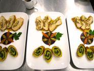 Gefüllte Hähnchenbrust mit Grand Marnier-Sauce, Ingwermöhren auf Roter Bete, Kartoffel-Grünkohl Schnecken