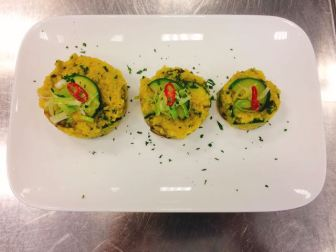 Curry-Couscous mit zucchini und Champignons