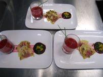 Dreierlei von der roten Bete (Cremesuppe, Ravioli mit rote Bete Meerrettich Füllung, Carpacchio)