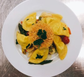 Safranravioli mit italienischem Gemüse